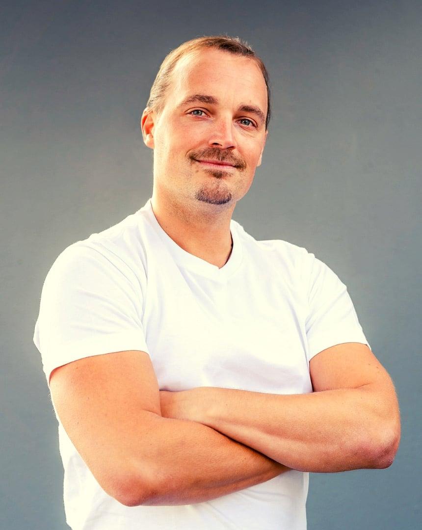 Markus Wessel an hellem Hintergrund